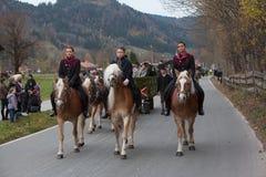 Schliersee, Германия, Бавария 05 11 2017: Езда Leonhardi в баварском Schliersee Стоковые Фото