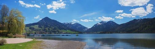Schliersee ed alpi del lago di vista panoramica Fotografia Stock