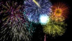 Schlingendes mehrfarbiges lokalisiertes Feuerwerks-großartiges Finale lizenzfreie abbildung