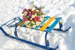 Schlitten mit einem Blumenstrauß Stockfoto