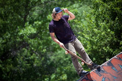 Schlittschuhläufer auf dem konkreten Rochen-Park Lizenzfreies Stockbild