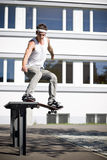 Schlittschuhläufer, der ein Plättchen bildet Stockfotografie