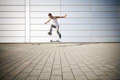 Schlittschuhläufer, der einen leichten Schlag bildet Lizenzfreie Stockbilder