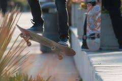 Schlittschuhläuferjungen-Tricknahaufnahme Lizenzfreie Stockfotografie