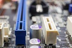 Schlitze für Installation von PCI-Geräten auf dem Motherboard Lizenzfreies Stockbild