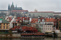 Schloss über dem Fluss die Moldau, Prag Stockfotos