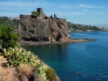 Schloss Aci-Castello bei Sizilien. Italien Lizenzfreies Stockbild
