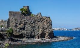Schloss Aci Castello in Sizilien, Italien Lizenzfreies Stockbild