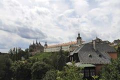 Schloss auf dem Hügel Stockbilder