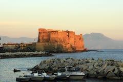 Schloss auf dem Meer in Neapel Stockbild