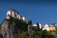 Schloss auf einem Felsen Stockbilder