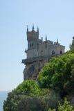 Schloss auf einem Hügel Stockbild