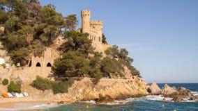 Schloss auf einem Hügel Lizenzfreies Stockfoto