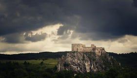 Schloss auf Felsen Lizenzfreie Stockfotografie