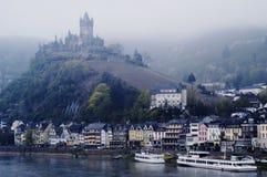 Schloss bei Cochem auf Mosel-Fluss, Deutschland Stockfotografie