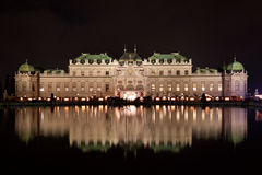 Schloss Belvedere nachts. lizenzfreies stockfoto
