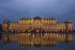 Schloss Belvedere nachts. stockfotografie