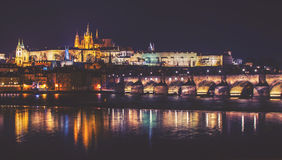 Schloss-, Charles Bridge- und Moldau-Fluss, Stockfoto