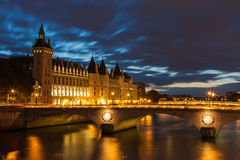Schloss Conciergerie in Paris Stockbilder