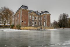 Schloss cortenbach an einem kalten Wintertag lizenzfreie stockbilder