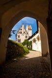 Schloss de Hohes, castelo no meio de Fussen, cumes bávaros Imagens de Stock