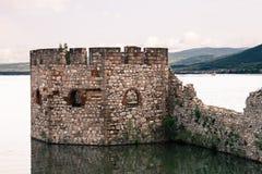 Schloss in den Ruinen Lizenzfreies Stockbild