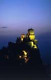 Schloss an der Dämmerung Lizenzfreie Stockfotografie