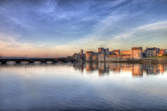 Schloss des Königs John am Sonnenuntergang im Limerick, Irland. Lizenzfreie Stockfotografie