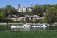 Schloss Eckberg in Dresden mit einem Dampfer lizenzfreie stockbilder
