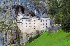 Schloss in einem Felsen stockbilder