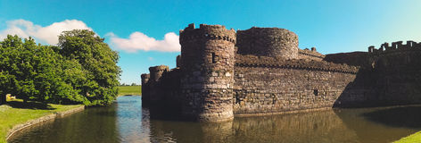 Schloss an einem sonnigen Tag Stockbilder