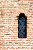 Schloss-Fenster auf Backsteinmauer Lizenzfreie Stockfotografie