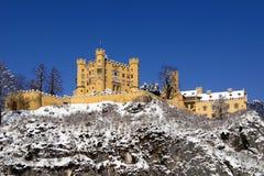 Schloss Hohenschwangau in de sneeuw Stock Afbeeldingen