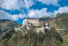 Schloss Hohenwerfen in den österreichischen Alpen Lizenzfreies Stockfoto