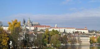 Schloss Hradcany - Prags und Kathedrale von St. Vitus stockfotos