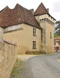Schloss im französischen Dorf Stockbild