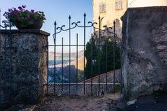 Schloss Lichtenstein slottTyskland Baden-Wuerttemberg Swabian A Royaltyfria Foton