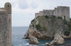 Schloss Lovrijenac auf einer Klippe in Dubrovnik Lizenzfreie Stockfotografie