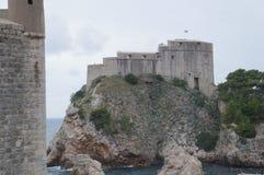 Schloss Lovrijenac auf einer Klippe in Dubrovnik Stockfotografie