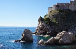 Schloss Lovrijenac auf einer Klippe in Dubrovnik Lizenzfreie Stockfotos