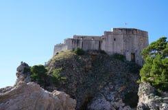 Schloss Lovrijenac auf einer Klippe in Dubrovnik Stockfotos