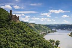 Schloss Maus, welches das Rhein-Tal übersieht Lizenzfreie Stockfotografie