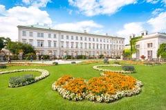 Schloss Mirabell med Mirabellgarten i Salzburg, Österrike fotografering för bildbyråer