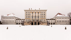 Schloss Nymphenburg in Sneeuw wordt behandeld die Royalty-vrije Stock Fotografie