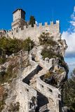 Schloss in San Marino stockfotos