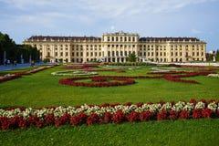 Schloss Schonbrunn de los jardines; fotografía de archivo libre de regalías