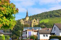 Schloss (slott) Arenfels, en medeltida slott för 13th århundrade ovanför dåliga Hoenningen Royaltyfria Bilder