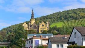 Schloss (slott) Arenfels, en medeltida slott för 13th århundrade ovanför dåliga Hoenningen Royaltyfri Foto