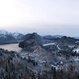 Schloss Snowy Hohenschwangau w?hrend des Winters stockbild