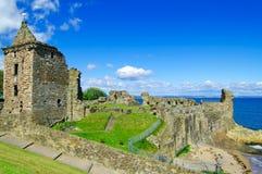 Schloss Str.-Andrews ruiniert Grenzstein. Pfeife, Schottland. stockbilder
